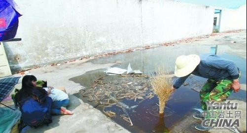 郑州一工地基坑雨后积水 1岁多男孩不慎溺亡