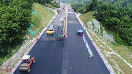 """是海南省""""田字型""""主骨架高速公路网中线高速公路的重要组成部分."""
